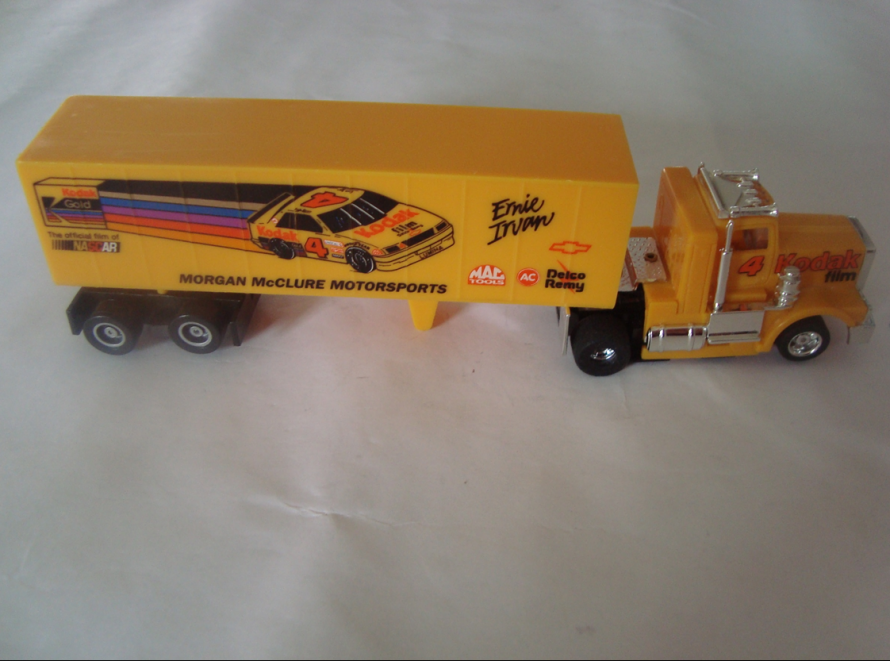 Slot car tractor trailer